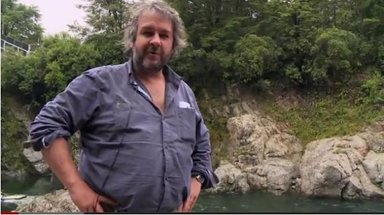 peter-jackson-on-set-of-the-hobbit