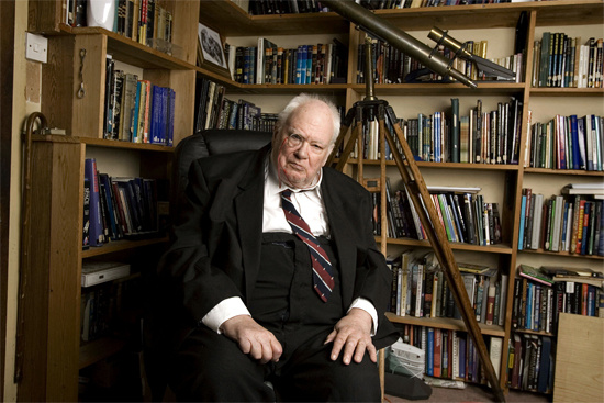 sir_patrick_moore_1246283574_crop_550x367